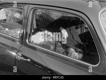 VW Beetle - VW Käfer unterwegs - Mittagsschlaf  -  IV - Stock Photo
