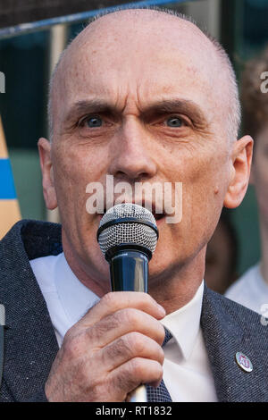 "FILE: 27th Feb 2019. Chris Williamson MP says Labour ""too apologetic"" over anti-semitism. Photo taken: London, UK. 26th February, 2019. Chris Williamson, Labour MP for Derby North, addresses mainly migrant striking outsourced workers belonging to the IWGB, UVW and PCS trade unions working at the University of London (IWGB), Ministry of Justice (UVW) and Department for Business Energy and Industrial Strategy (PCS) taking part in a 'Clean Up Outsourcing' demonstration to call for an end to outsourcing. Credit: Mark Kerrison/Alamy Live News - Stock Photo"