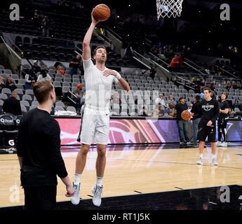 San Antonio, Texas, USA. 27th Feb, 2019. Pau Gasol of the San Antonio Spurs warms upbefore an NBA basketball game against the Detroit Pistons, in San Antonio, Texas, USA, 27 February, 2019. Credit: Darren Abate/EFE/Alamy Live News - Stock Photo