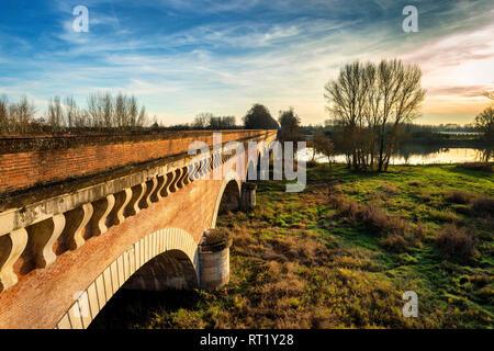 Ville de Moissac Pont Canal du Cacor Tarn et Garonne Occitanie France 82