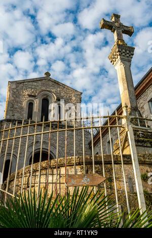 Croix Chemin du Calvaire surplombant la ville historique de Moissac, Tarn et Garonne, France 82 Europe