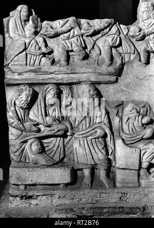 Erich Andres Italien - Erich Andres - Italy, Italia, Rome, Roma, 1950s, History, Historical, Catacombs, Domitilla, marble-relief Italien - Katakomben in Rom in den 1950er Jahren. Hier ein Marmorrelief einer Anbetung; ein besonder schönes Stück, das bei Ausgrabungen des unterirdischen Friedhofes der Domitilla gefunden wurde.