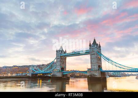 United Kingdom, England, London, Tower Bridge at sunrise