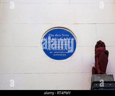 Blue Plaque marking where Susan Garth launched London's first antique market on Portobello Road, Notting Hill - Stock Photo
