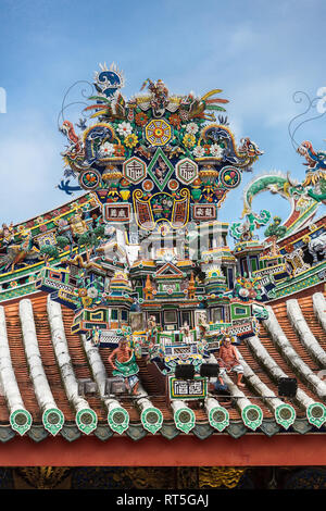 George Town, Penang, Malaysia.   Roof Decoration, Khoo Kongsi, a Hokkien Chinese Temple and Clan House. - Stock Photo