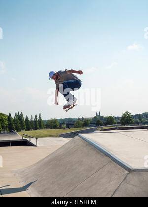 Young man skating in skate park - Stock Photo