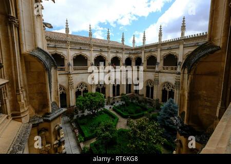 monastery cloister and garden, San Juan des los Reyes, Toledo, Castilla la Mancha, Spain - Stock Photo