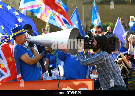 STOP BREXIT CAMPAIGNER STEVE BRAY SHOUTS STOP BREXIT THROUGH A MASSIVE LOUD SPEAKER AND A MOVIE CAMERA RECORDS THE EVENT AT THE SHARP END. PRO EUROPE. ANTI BREXIT. STOP BREXIT PROTEST OUTSIDE THE PALACE OF WESTMINSTER WITH STEVE BRAY TAKING A DEDICATED PASSIONATE LEADING ROLE. AND GOOD FOR HIM. - Stock Photo