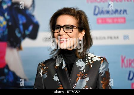 28 February 2019, Bavaria, München: Hannelore Elsner, actress, comes to the Astor Film Lounge for the premiere of the film 'Cherry Blossoms and Demons'. The film will be released in German cinemas on 07.03.2019. Photo: Tobias Hase/dpa Stock Photo