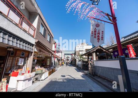 Ninjo Fukagawa Goriyaku-dori, in front of Naritasan Tokyo Betsuin Fukagawa Fudo-do, Koto-Ku, Tokyo, Japan - Stock Photo