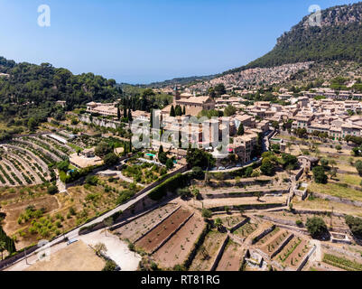 Spain, Baleares, Mallorca, Valldemossa, Parish Church Sant Baromeu and Cartuja de Valldemosa - Stock Photo