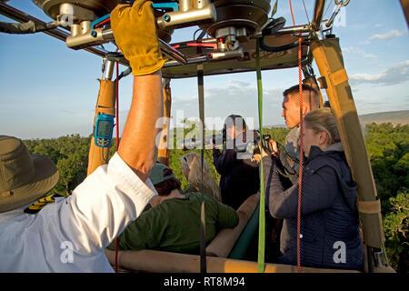 Pilot in basket controlling balloon, Masai Mara Kenya - Stock Photo
