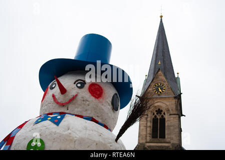 Bischofsgrün, Bavaria, Germany. 01st March, 2019. The giant snowman from Bischofsgrün has reached a height of about 10 metres this year. With its cylinder, pink cheeks and pointed nose, the monster named Jacob is now enthroned in the middle of the village in front of St. Matthew's Church. Ten volunteers have erected the snowman on Friday according to proven tradition. Photo: Nicolas Armer/dpa Credit: dpa picture alliance/Alamy Live News - Stock Photo