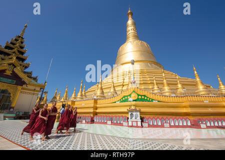 Shwemawdaw Pagoda, buddhist temple in Bago, Myanmar (Burma). - Stock Photo