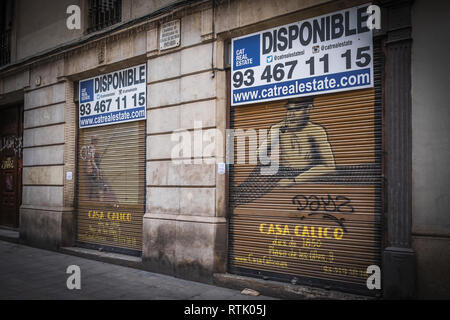 Barcelona, Catalonia, Spain. 1st Mar, 2019. The name and decorative motifs of the traditional Casa Calico fishing store, now closed, are seen with rental offer signs.Two emblematic stores in the centre of Barcelona have already announced their immediate closure and liquidation of their stocks. Barcelona is immersed in a change of the commercial offer, now focused more on products for tourism. Credit: Paco Freire/SOPA Images/ZUMA Wire/Alamy Live News - Stock Photo
