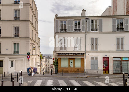 A man and a woman looking in their bags on Rue André Barsacq ,Montmartre , Paris - Stock Photo
