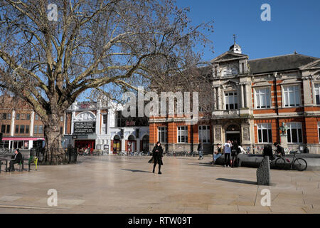 Brixton street scene with Tate Central Free Public Library street view of building in Brixton, Lambeth South London UK  KATHY DEWITT - Stock Photo