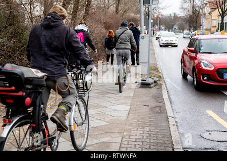 Berlin, Germany. 03rd Mar, 2019. Participants of a search for the missing Rebecca in Berlin-Buckow set off by bike. At the meeting point to the search 10-15 people appeared, a part set off with the bicycle. There has been no trace of the 15-year-old for almost two weeks. Credit: Christoph Soeder/dpa/Alamy Live News - Stock Photo