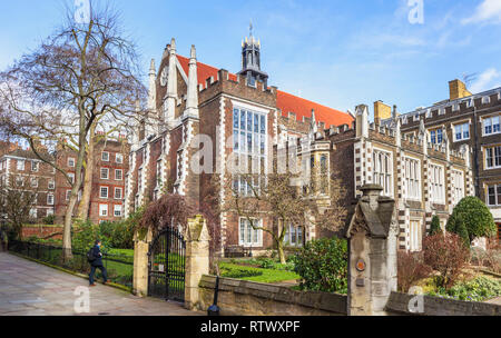 Inns of Court: Elizabethan Middle Temple Hall, Middle Temple Lane, London EC4 and garden - Stock Photo
