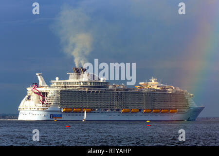 Luxury,travel, luxurious, wedding, honeymoon, suite, cabin, Harmony of the Sea,cruise,liner,leaving,Southampton,Pollution,Cowes,Isle of Wight England - Stock Photo