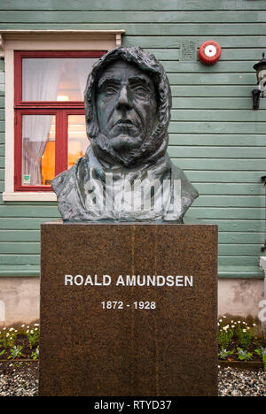 Statue of norwegian explorer Roald Amundsen (1872-1928) outside Polar Museum (Polarmuseet) in Tromso, Troms County, Norway - Stock Photo