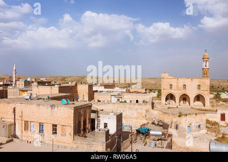 Midyat, Mardin province, Turkey : Cityscape of the old Assyrian town of Midyat. Although now a minority of less than 10% of the population, in the 60´ - Stock Photo