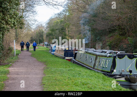 Kidderminster, UK. 4th March, 2019. after a landslip on the Staffordshire and Worcestershire Canal this weekend in Kidderminster, canal boats moor-up, most of their occupants on holiday hoping to travel the canal, patiently waiting for the Canal and River Trust to remove a mass of earth and debris from the water. Currently the canal is impassable, but Canal Trust workers are already working to remove the debris. Credit: Lee Hudson/Alamy Live News - Stock Photo