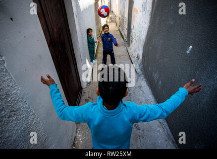 Gaza, Palestine. 4th Mar 2019. Palestinians kids are seen playing near their home at the Jabalya refugee camp in the northern Gaza Strip. With high rates of unemployment and lack of job opportunities in Gaza, an increasing number of families are facing poverty after losing work during the last 12-year blockade on Gaza. Credit: SOPA Images Limited/Alamy Live News - Stock Photo