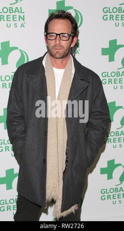 FILE PICTURE: Burbank, California, USA. 4th Mar 2019. Actor Luke Perry dies after suffering a massive stroke. Picture taken: HOLLYWOOD, CA - FEBRUARY 20: Luke Perry attends Global Green USA's 10th Annual Pre-Oscar Party at Avalon on February 20, 2013 in Hollywood, California.    People:  Luke Perry Credit: Storms Media Group/Alamy Live News Credit: Storms Media Group/Alamy Live News - Stock Photo