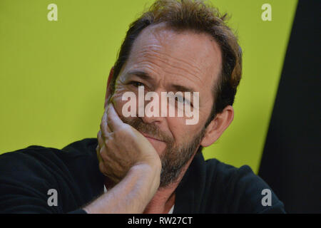 FILE PICTURE: Burbank, California, USA. 4th Mar 2019. Actor Luke Perry dies after suffering a massive stroke. Picture taken: Luke Perry during New York Comic Con at the Javits Center on October 7, 2018 in New York City. Credit: Erik Pendzich/Alamy Live News - Stock Photo