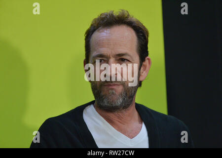 FILE PICTURE: Burbank, California, USA. 4th Mar 2019. Actor Luke Perry dies after suffering a massive stroke. Picture taken: Luke Perry during New York Comic Con at the Jacob Javits Center on October 7, 2018 in New York City. Credit: Erik Pendzich/Alamy Live News - Stock Photo