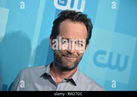 FILE PICTURE: Burbank, California, USA. 4th Mar 2019. Actor Luke Perry dies after suffering a massive stroke. Picture taken: Actor Luke Perry attends the 2017 CW Upfront on May 18, 2017 in New York City. Credit: Erik Pendzich/Alamy Live News - Stock Photo