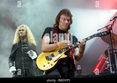 Steve Hackett and Nad Sylvan performing at the Cropredy Festival, August 7, 2014 - Stock Photo