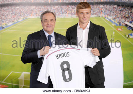 Toni Kroos (8) Real Madrid s player. Karim Benzema (9) Real Madrid s ... 040d77aee