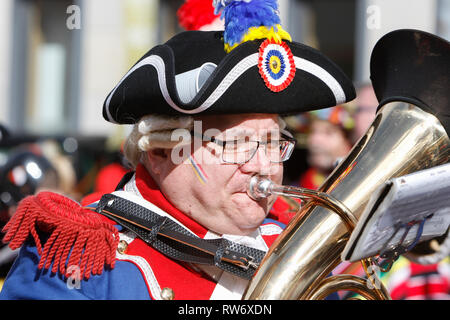 Mainz, Germany. 4th March 2019. A Member of the marching band of the Mainzer Ranzengarde plays his tuba in the parade. Around half a million people lined the streets of Mainz for the traditional Rose Monday Carnival Parade. The 9 km long parade with over 8,500 participants is one of the three large Rose Monday Parades in Germany. Credit: Michael Debets/Alamy Live News - Stock Photo