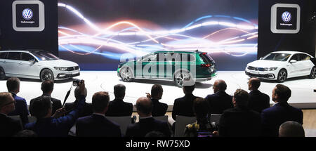 Genf, Switzerland. 05th Mar, 2019. The new VW Passat is presented at the Geneva Motor Show on the first press day. The 89th Geneva Motor Show starts on 7 March and lasts until 17 March. Credit: Uli Deck/dpa/Alamy Live News - Stock Photo