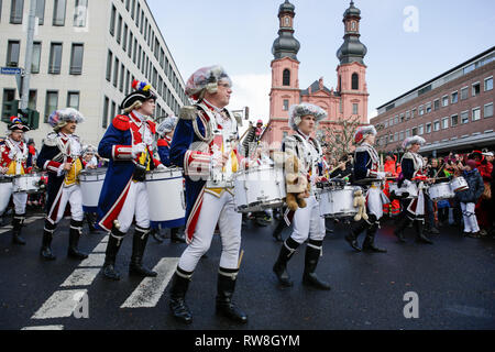 Mainz, Germany. 04th Mar, 2019. Member of the marching band of the Mainzer Ranzengarde march in the parade. Around half a million people lined the streets of Mainz for the traditional Rose Monday Carnival Parade. The 9 km long parade with over 8,500 participants is one of the three large Rose Monday Parades in Germany. Credit: Michael Debets/Pacific Press/Alamy Live News - Stock Photo