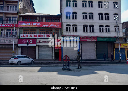 Srinagar, Jammu and Kashmir, India. 5th Mar, 2019. Closed shops seen during the shut down.Normal life was affected in Kashmir valley and Banihal due to a strike call issued by various trade bodies against ban on Jama'at-e-Islami and assault on Article 35A. Credit: Idrees Abbas/SOPA Images/ZUMA Wire/Alamy Live News - Stock Photo
