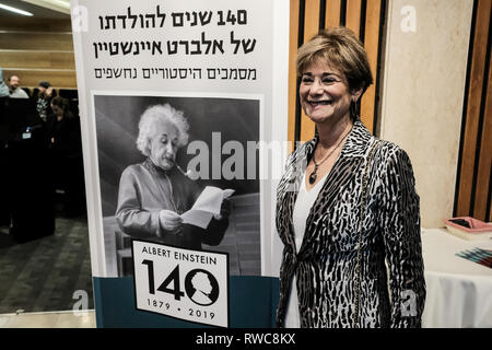 Jerusalem, Israel. 6th March, 2019.  Albert Einstein's cousin, KAREN CORTELL REISMAN, arrives from Dallas, Texas, to partake in a celebration of her cousin.  Albert Einstein's 140th birthday, the Hebrew University of Jerusalem unveiled 110 newly donated Einstein manuscript pages, both personal and scientific, that shed light on the life and times of the scientist, at a press event at the Givat Ram Safra Campus in Jerusalem. Credit: Nir Alon/Alamy Live News - Stock Photo
