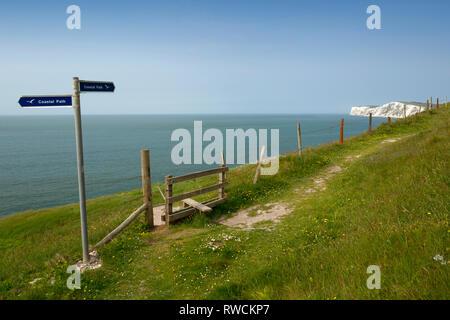 coastal,foot,path,sign, coast, long,distance, hiking,walking, rambling, path, foot, cliff,side, jurassic ,coast, fossils, dinosaurs, Freshwater, Isle - Stock Photo