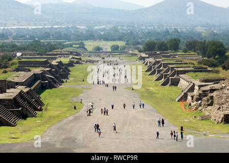 Tourists walking on the Avenue of the Dead at Teotihuacan seen from the pyramid of the Moon in Mexico - Stock Photo
