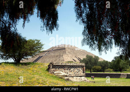 View of the Pyramid of the Sun and people walking on the Avenue of the Dead with tourists at Teotihuacan, Mexico - Stock Photo