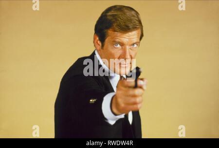 ROGER MOORE,  MOONRAKER, 1979 - Stock Photo