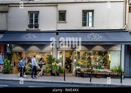 Les Fleurs d'Aline A florist shop on  Rue Notre Dame de Lorette in The St Georges ,9th arrondissement area of Paris - Stock Photo