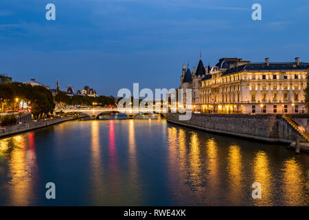 Lights reflecting off The River Seine at night  from Pont Neuf, with Pont au Change and The Turrets of The Conciergerie on the Île de la Cité ,Paris - Stock Photo