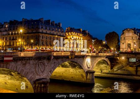 Pont au Change at night , from Quai de la Corse, Paris - Stock Photo
