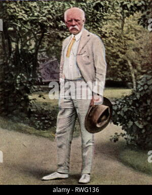 Nansen, Fridtjof, 10.10.1861 - 13.5.1930, Norwegian arctic explorer, full length, in the garden his home, Oslo, 1920s, coloured photograph, cigarette card, series 'Die Nachkriegszeit', 1935, Additional-Rights-Clearance-Info-Not-Available - Stock Photo