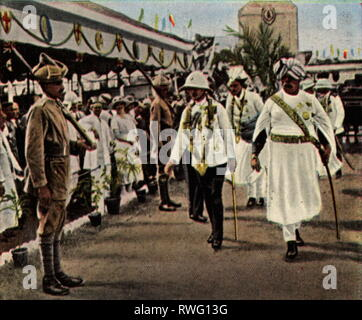Edward VIII, 23.6.1894 - 28.5.1972, King of Great Britain 20.1.1936 - 11.12.1936, full length, visit to India, 1921, arrival in Calcutta, coloured photograph, cigarette card, series 'Die Nachkriegszeit', 1935, Additional-Rights-Clearance-Info-Not-Available - Stock Photo