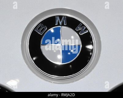 Genf, Switzerland. 06th Mar, 2019. A BMW logo, taken on the second press day. The 89th Geneva Motor Show starts on 7 March and lasts until 17 March. Credit: Uli Deck/dpa/Alamy Live News - Stock Photo