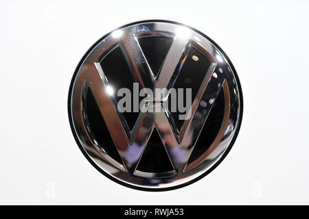 Genf, Switzerland. 06th Mar, 2019. A VW logo, taken on the second press day. The 89th Geneva Motor Show starts on 7 March and lasts until 17 March. Credit: Uli Deck/dpa/Alamy Live News - Stock Photo